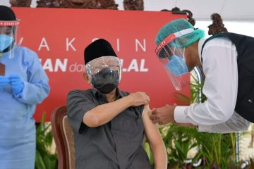 Wapres Ma'ruf Amin Terima Suntikan Dosis Pertama Vaksin COVID-19